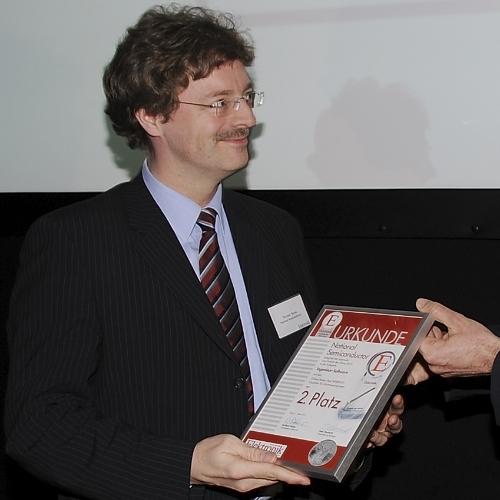 Ingenieur-Software 2. Platz  Werner Berns von National Semiconductor freut sich über den zweiten Platz für den WEBENCH Visualizer für Stromversorgungen.