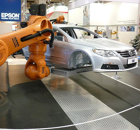 Ein Industrieroboter bei der Arbeit