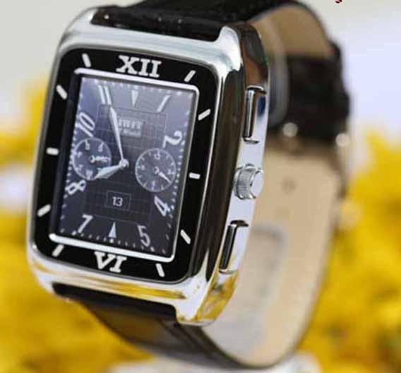 iWatch KW688: sieht aus wie eine teure Schweizer Uhr: Triband, GPRS, WAP, SMS, MMS, MP3/MP4 Player. Sprechzeit 6 Stunden, Bluetooth.