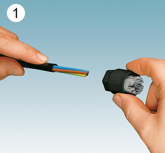 In weniger als einer Minute ist ein vierpoliger Quickon-Anschluss installiert: Leitung abmanteln und in die Quickon-Mutter einführen...