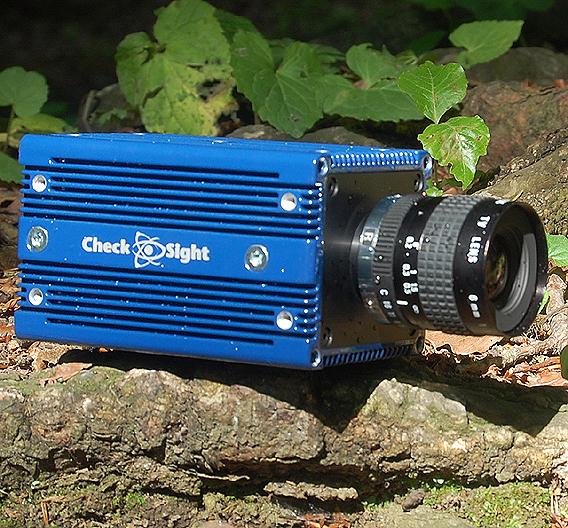 Anwendung findet die »CheckSight PC-Kamera« dort, wo ein kompaktes System mit hoher Rechenleistung für die Bildverarbeitung benötigt wird, z.B. Inspektionsaufgaben oder in Anlagen für Verkehrskontrollen oder Überwachungsaufgaben.