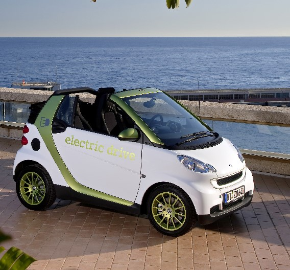 Das Modell der der zweiten Generation ist mit einer Lithium-Ionen-Batterie (Kapazität 16,5 kWh) ausgerüstet,...