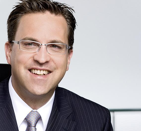 Henrik A. Schunk, Geschäftsführender Gesellschafter der Schunk GmbH & Co. KG, wurde im Rahmen der EUnited Robotics Mitgliederversammlung für drei Jahre zum Vorstandsvorsitzenden gewählt. Schunk tritt die Nachfolger von Stefan Müller, früherer Geschäftsführer der KUKA Roboter GmbH, an der sich nach sechs Jahren in diesem Ehrenamt in den Ruhestand verabschiedet. Müller hatte den europäischen Roboterverband 2004 mit gegründet.