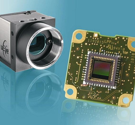 IDS Imaging Development Systems ist ebenfalls mit von der Partie: Das Unternehmen bietet als erstes Geräte mit dem 1,3-MPixel-CMOS-Bildsensor EV76C560 von e2v mit Global Shutter an. Die mit dem Sensor ausgestatteten Gigabit-Ethernet-Kameras erreichen eine Erfassungsrate von bis zu 60 Bildern/s bei voller Auflösung von 1280 x 1024 Bildpunkten; die Versionen mit USB-2.0-Schnittstelle schaffen immerhin noch 25 Bilder/s.