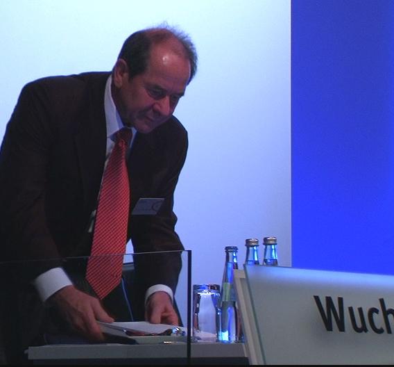 Von Bauer vor der Kampfabstimmung um den Aufsichtsrat-Einzug in der Presse unterstützt, konnte er sich jetzt revanchieren: Interims-Aufsichtsratsvorsitzender Klaus Wucherer.