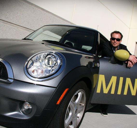 Den BMW MINI E mit einem Lade-Stecksystem auszurüsten, gehört sicherlich zu den besonders anspruchsvollen Aufgaben: ODU Automotive hat für den MINI E innerhalb von 10 Wochen ein Stecksystem zur Serienreife gebracht!