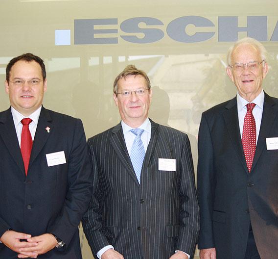 Werner Turck, Thomas Monsau vom Wirtschaftsministerium NRW und Dr. Uwe Kleinkes, IVAM, (v.l.n.r.) auf der Tagung »Systems Integration« in Halver.