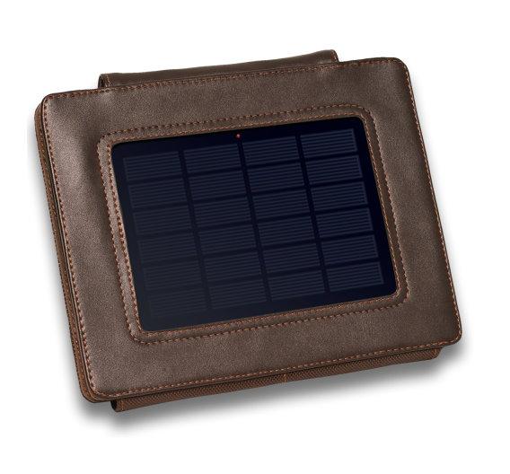 Apropos iPad – dasselbe Unternehmen entwickelt gerade eine Solar-Hülle für das Apple-Tablet, die dann mit integriertem Akku mit 8000 mAh deutlich mehr Power liefert und auch eleganter daherkommt als die noch etwas klobige Powerbank…