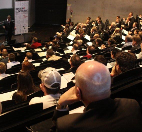 …gab es technisch tief gehende Vorträge zu aktuellen und zukünftigen Batterietechniken, Sicherheit von Akkus oder Aspekten beim Einsatz großer Zellen. Auch die begleitende Ausstellung…