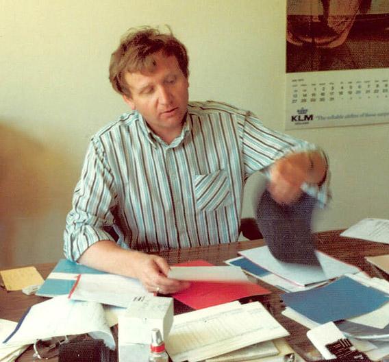 1981 gründete Bernd Franz das Unternehmen Framos, das im Bereich der industriellen Bildverarbeitung tätig ist. Das Bild aus dem Jahr 1988 zeigt Bernd Franz hinter seinem Schreibtisch.