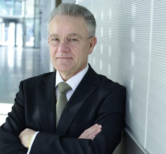 """Prof. Hans-Jörg Bullinger, Präsident der Fraunhofer-Gesellschaft: """"Wenn wir die verteilten Kompetenzen und Technologien bündeln, können wir Lösungen entwickeln, die von einzelnen Instituten allein nie zu leisten sind."""""""