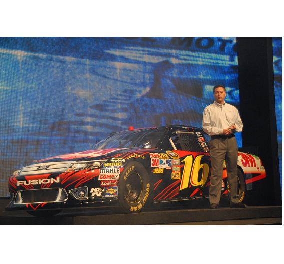 Todd Armstrong ist Managing Director der amerikanischen Rennserie NASCAR und erklärte, dass ab 2012 alle Autos Freescale-Chips enthalten werden.