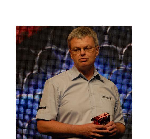 Peter van Manen ist Geschäftsführer der Elektronikabteilung von McLaren. Er zeigte eine Steuerbox des Formel-1-Rennwagens mit PowerPC-Chips von Freescale.