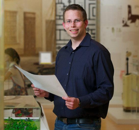 """Matthias Wiehe ist als Projektingenieur bei der Harting Technologiegruppe für die Prüfung und Umsetzung kundenspezifischer Projekte zuständig. Der gebürtige Lübbecker wohnt und arbeitet in Minden. Sein Ausflugstipp: """"In meiner Freizeit bin ich häufig mit meinem Rad auf den Wegen an der Weser oder am Wiehengebirge unterwegs, welche sich zu ausgedehnten Touren aber auch für interessante Bergfahrten eignen. Im Kreis Minden-Lübbecke gibt es ein tolles Angebot an verschiedensten Radwanderrouten: Der Weserradweg, die LandArt Route oder die Westfälische Mühlenroute sind nur einige Beispiele. An heißen Sommertagen laden außerdem die Freibäder und Badeseen der Region sehr zum Abkühlen ein."""""""