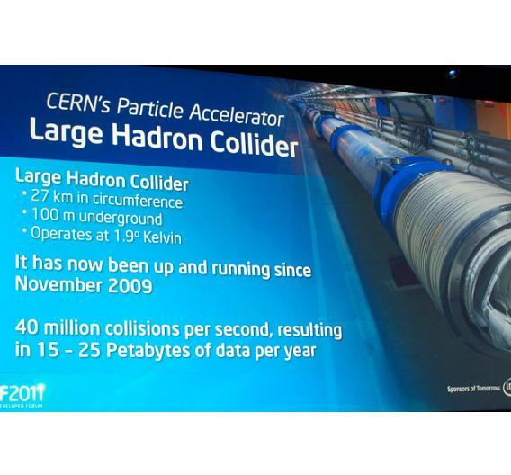 40 Millionen Kollisonen finden in dem Teilchenbeschleuniger pro Sekunde statt - bei 1,9 Grad Kelvin Temperatur.