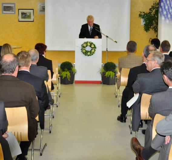 """""""Bayern gewinnt ein leuchtendes Beispiel für zukunftsweisende Innovationen"""", so Bayerns Wirtschaftsminister Martin Zeil in seiner Eröffnungsrede."""