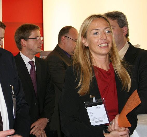 Karin Zühlke, Redakteurin der Zeitschrift Markt&Technik und Organisatorin des BestEMS-Awards eröffnet die Preisverleihung auf der productronica.
