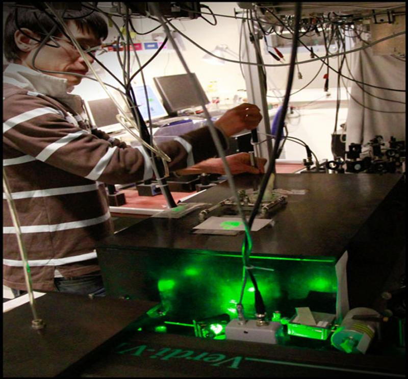 Koji Usami bei der Arbeit in den Quantop-Labors