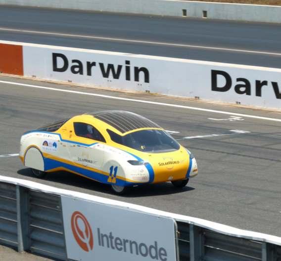 Beim Qualifying hatte das Team vor allem mit den engen Kurven zu kämpfen. Zielgerade der SolarWorld Challenge 2011
