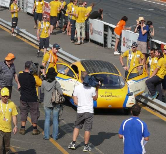 Den Auftakt der Weltumrundung bildete die Teilnahme an der World Solar Challenge 2011 von Darwin nach Adelaide.