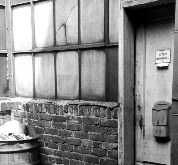 Der Eingang zum ersten Labor des Unternehmensgründers Joseph F. Keithley, das  er 1946 in einer Garage in Clevelend, Ohio einrichtete.