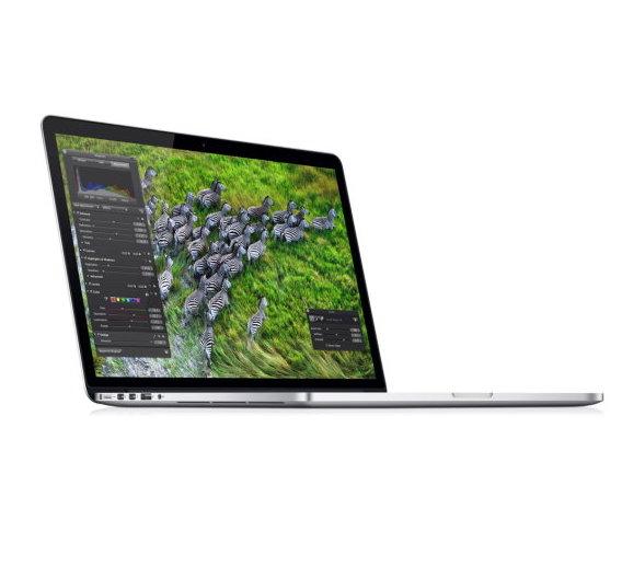 So kennt man es – Das MacBook Pro mit Retina-Display – hier die 15-Zoll-Version. Noch intakt und in einem Stück…