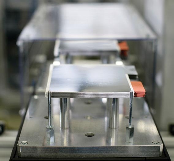 Leclanché Lithium-Ionen-Zellen bestehen aus ungefähr dreißig, unter einem halben Millimeter dicken Schichten, den sogenannten Bi-Cells.