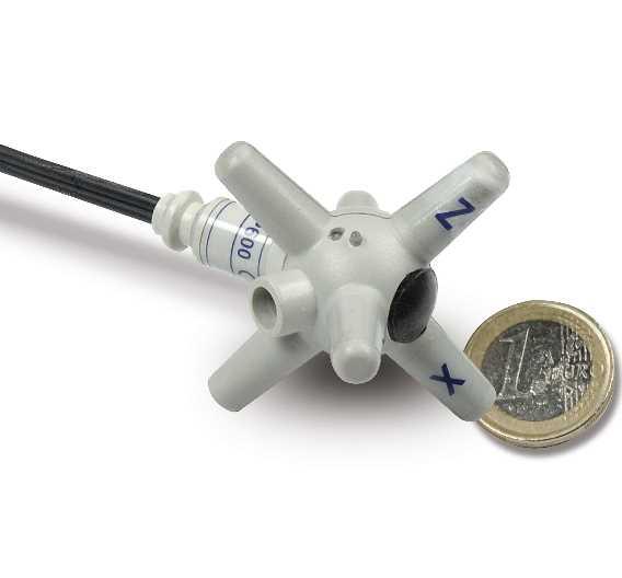 Nur 53 mm groß und 25 g schwer ist die isotrope Feldsonde PMM EP-602 von Narda.