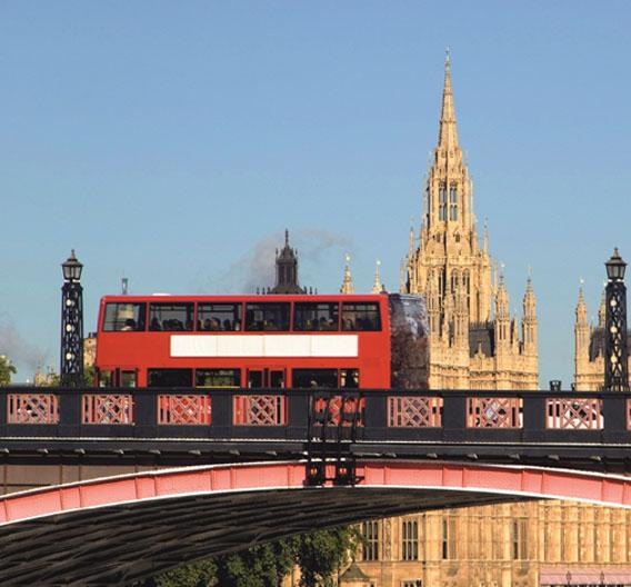 Die neuesten Londoner Doppelstockbusse verkehren bereits seit einigen Monaten. In ihnen stecken viele neue und enrgieeffizienteTechniken wie etwa LEDs oder Diesel-Hybrid-Motoren.