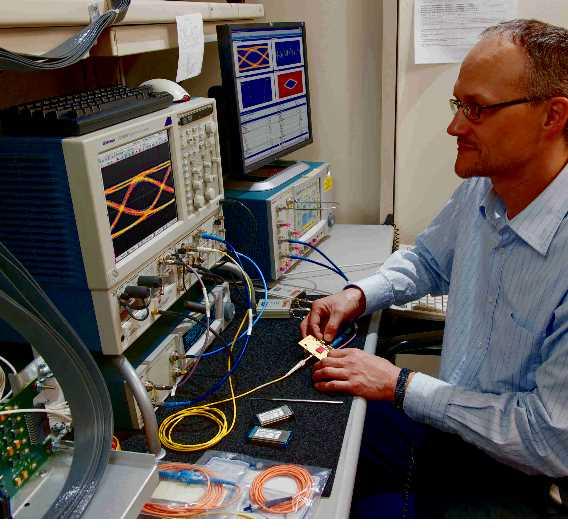 Oszilloskope mit sequenzieller Äquivalenzzeitabtastung bieten sich für vielfältige Anwendungen an, etwa zum Entwickeln und Testen von Kommunikationstechnik, Computern und Unterhaltungselektronik im Hochgeschwindigkeitsbereich mit Datenübertragungen von mehreren Gigabit pro Sekunde.