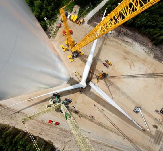 Der Rekord-Rotor von Siemens besteht aus drei 75 Meter langen Rotorblättern. Dies ergibt einen Rotordurchmesser von 154 Metern, was wiederum einer Fläche von 18.600 Quadratmetern oder zweieinhalb Fußballfeldern entspricht.