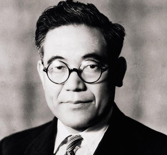 Kiichiro Toyoda überzeugte seinen Vater, den Webstuhlfabrikanten Sakichi Toyoda, innerhalb des Textilunternehmens Toyoda Automatic Loom Works eine Automobilsparte zu gründen.