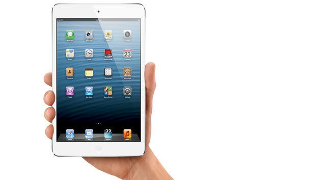 Steve Jobs soll ja angeblich nichts von einer kleineren iPad-Version gehalten haben aber im Oktober 2012 kam er dann doch auf den Markt: der iPad mini mit einem 7,9-Zoll-Display und einer Auflösung von 1024 x 768 Pixel.