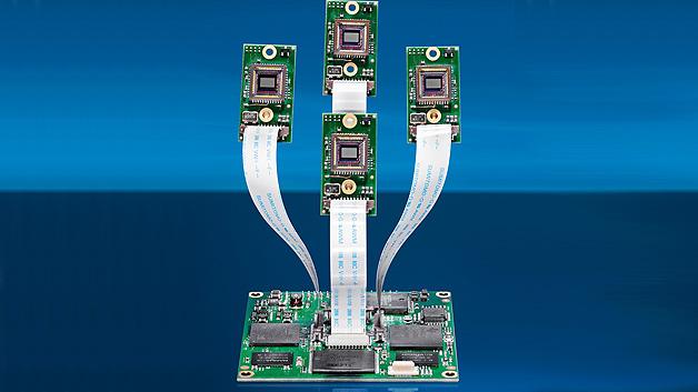 Kamera-Plattform mit vier Sensorköpfen: Vision Components stellt mit der VCSBC quadro eine Platinenkamera auf Basis der VC360 vor, welche 360-°-Panoramabilder mit vier Sensorköpfen aufnimmt. Bei der genannten Kamera-Plattform kann der Anwender nun zwischen Anschlussmöglichkeiten für einen, zwei oder vier Sensorköpfen für verschiedene Multisensorlösungen wählen. Beispielsweise könnte für eine Anwendung, bei der eine hohe Auflösung in der x- oder y-Achse erforderlich ist, bis zu vier Sensorköpfe nebeneinander aufgereiht werden. Dabei gleicht die intelligente Kamera überlappende Bildbereiche der benachbarten Sensoren an und setzt die 752 x 480 Pixel großen Einzelbilder zu einer Komplettaufnahme mit einer Auflösung von 3.008 x 480 Pixel zusammen. Die einzelnen Bilder werden zeitgleich mit einem Triggersignal aufgenommen. Zu den weiteren Eigenschaften zählen: 32 MB Flash und 128 MB DDRAM zur Programm- und Bildspeicherung, ein integrierte Prozessor mit einer Rechenleistung von 5.600 MIPS, eine Ethernet-Schnittstelle sowie eine optionale RS232-Schnittstelle.