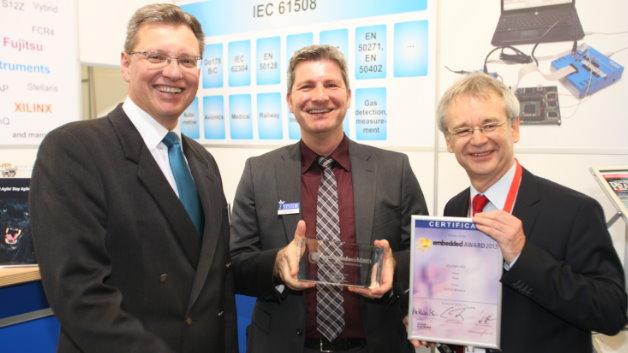 Im Bereich »Tools« überzeugte iSystem: Erol Simsek (mitte) freut sich über die Auszeichnung.