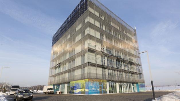 Seit der Eröffnung des »Hypercube« im September 2012 ist er der Blickfang der Forschungsstadt. Das futuristische würfelförmige Gebäude des russischen Architekten Boris Bernaskoni dient als Konferenzzentrum.
