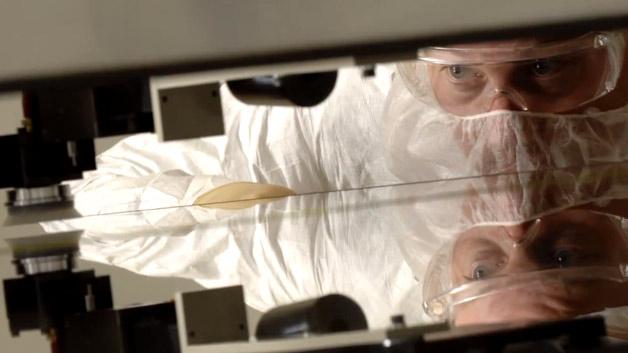 Um das zu schaffen, hat man an den Eigenschaften des Lotus-Glases gearbeitet. Es ist nun hitzebeständiger und formstabiler.