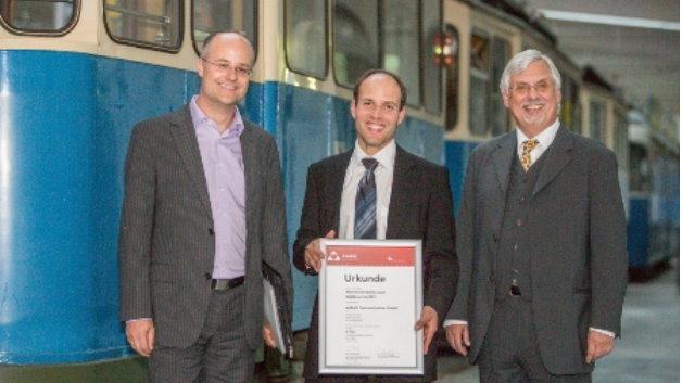 Dritter Sieger wurde die ViaLight Communications GmbH, ein Spin-off des Deutschen Zentrums für Luft- und Raumfahrt DLR. Das Wissenschaftler-Team entwickelt und fertigt hochratige Laserkommunikationssysteme für die Übertragung sehr großer Datenmengen bei aeronautischen Anwendungen.