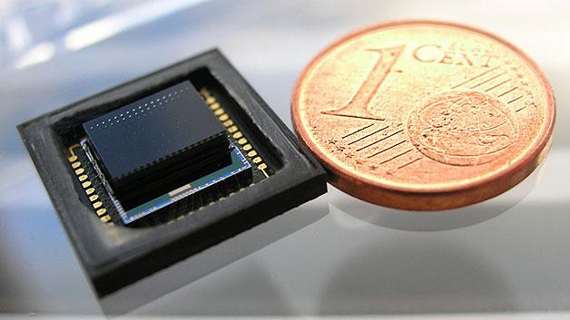 Der Kopf einer 1,4 mm flachen Multiapertur-Kamera für Anwendungen in der Videotelefonie. In dem Projekt werden auch Demonstratoren für Automotive-Anwendungen sowie für die industrielle Bildverarbeitung entwickelt.