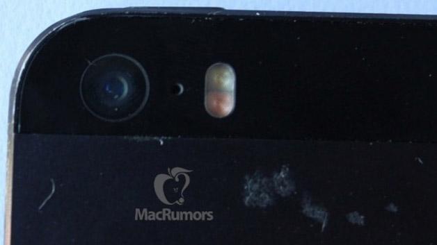 Neben einer hochwertigeren Kamera wird das neue Apple-Handy scheinbar auch einen doppelten LED-Blitz haben, wie diese Aufnahmen von MacRumors vermuten lassen.
