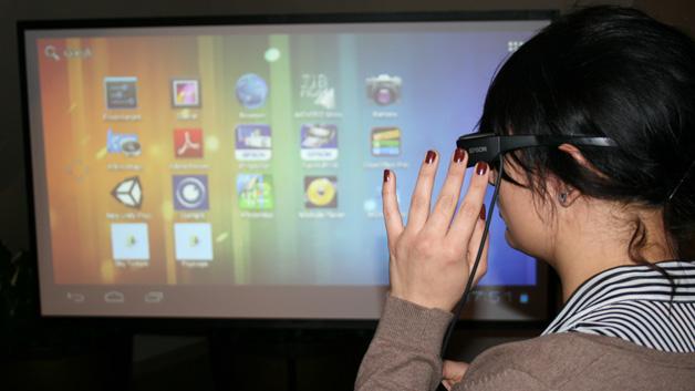 Der Android-Startbildschirm der Augmented Reality Brille Epson Moverio BT-200