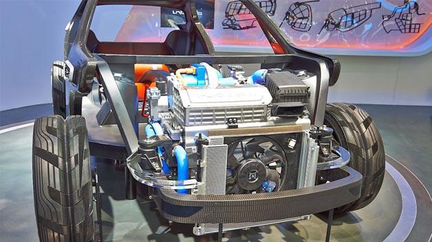 Die Studie verfügt über einen Wasserstoffbrennstoffzellenantrieb mit Lithium-Inonen-Batterie.