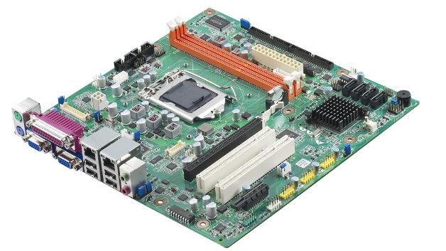 Wer mit weniger Steckplätzen auskommt, kann das im Vergleich zu ATX kompaktere Micro-ATX nutzen.