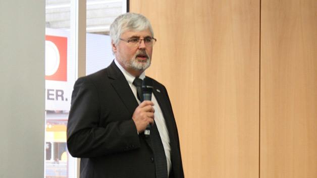 Franz Josef Kammerl (Präsident KNX Association) freute sich über die gute Zusammenarbeit mit dem TÜV Rheinland und erkannte darin einen wichtigen Schritt für die weitere Internationalisierung. In den letzten zwei Jahren waren Anmeldungen von mehr als 100 neuen Mitgliedern aus 34 Ländern für KNX zu verzeichnen. Unteranderem dabei Lateinamerika, Südafrika und der mittlere Osten.