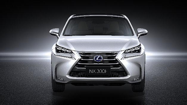 Der neue NX 300h setzt auf den bewährten Lexus Vollhybridantrieb mit Atkinson-Benzinmotor mit 2,5 Litern Hubraum, Generator, Elektromotor und Hybridbatterie.