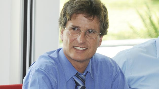 Prof. Karl-Heinz Pettinger, Hochschule Landshut: »Derzeit finden erste Versuche statt, ob sich mit Lithium-Ionen-Speichern Regelenergie anbieten, und damit Geld verdienen lässt. Das heißt, wir bewegen uns hier noch im Prototypenstadium und auf der Suche nach dem passenden Geschäftsmodell.«