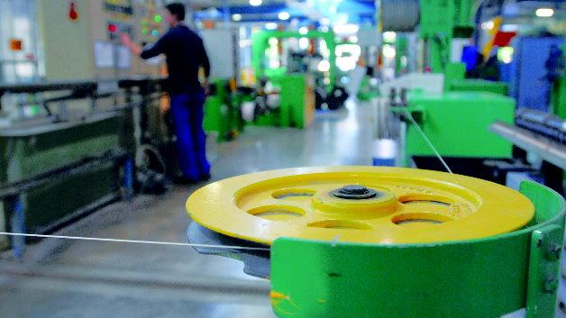 Das Unternehmen der Lapp-Gruppe hat sich als eine von wenigen Firmen am Markt auf die Produktion von Roboterkabeln spezialisiert.
