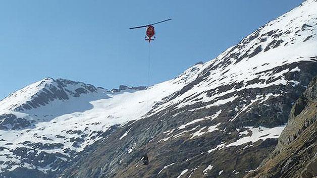 ...per Helikopter zur Clarahütte gebracht werden, die auf 2038 Meter im Tiroler Umbaltal liegt.