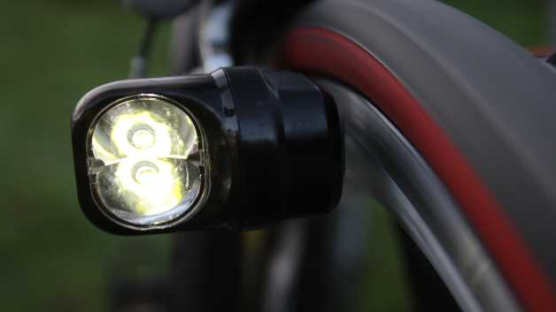 Diese neue, patentierte Technik ist die Basis einer vollständig gekapselten Fahrradbeleuchtung, die ohne Batterien und externe Kabel auskommt