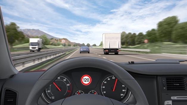 Der Verkehrszeichenassistent erkennt Geschwindigkeitsbegrenzungen. Geschwindigkeitsübertretung lassen sich so vermeiden.